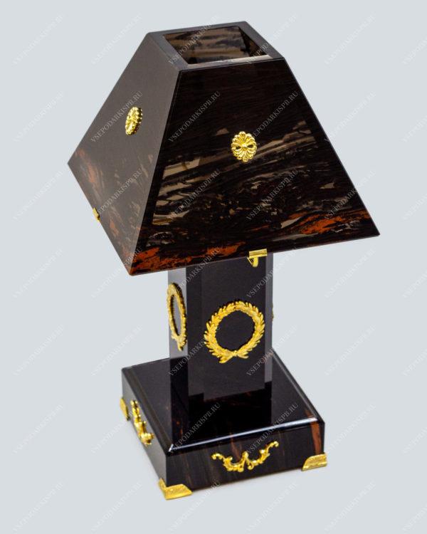 Настольная лампа из обсидиана с элементами декора